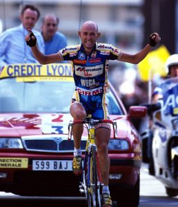 M.Pantani wining stage on Alpe d'Huez at the Tour de France 1997