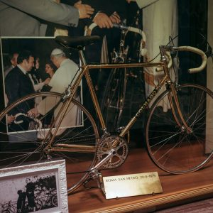 Colnago Mexico Oro presented to Pope John Paul II